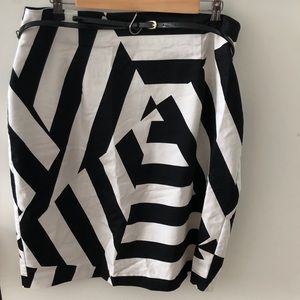 ⭐️BOGO⭐️Black and White Pencil Skirt